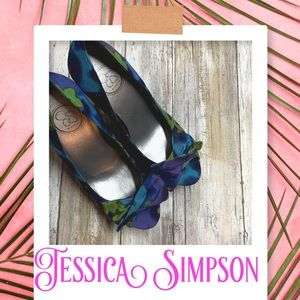 Preowned Jessica Simpson floral pumps